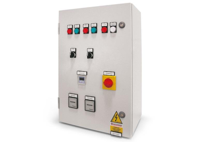 Appareil électrique de commande pour centrales de vide avec deux pompes