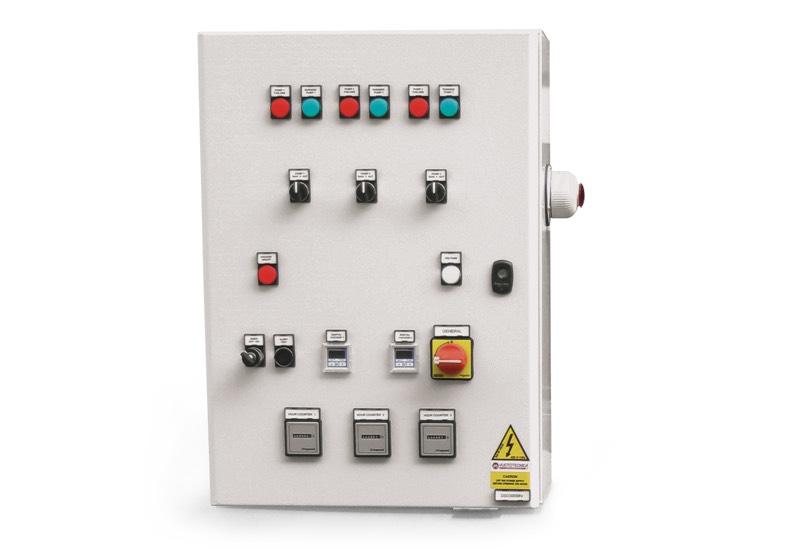 Appareil électrique de commande pour centrales de vide de sécurité avec trois pompes
