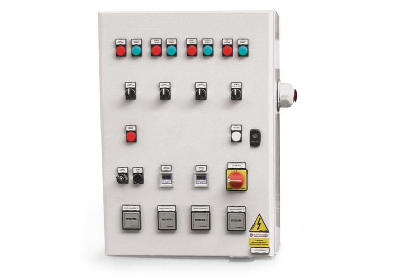 Appareil électrique de commande pour centrales de vide de sécurité avec quatre pompes