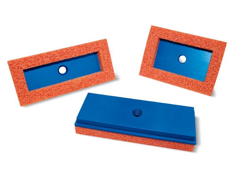 Ventouses rectangulaires plates en caoutchouc mousse avec supports correspondants